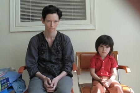 Wahres Mutterglück! Eva (Tilda Swinton) weiß nicht mehr weiter.   Quelle: We Need to Talk About Kevin Blu Ray / Kino Kontrovers