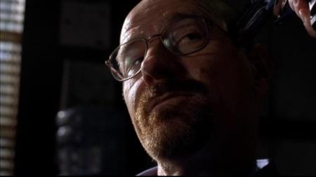 Pistole am Kopf? Walter hat (wieder mal) einen Plan, um da raus zu kommen. | Quelle: Breaking Bad DVD
