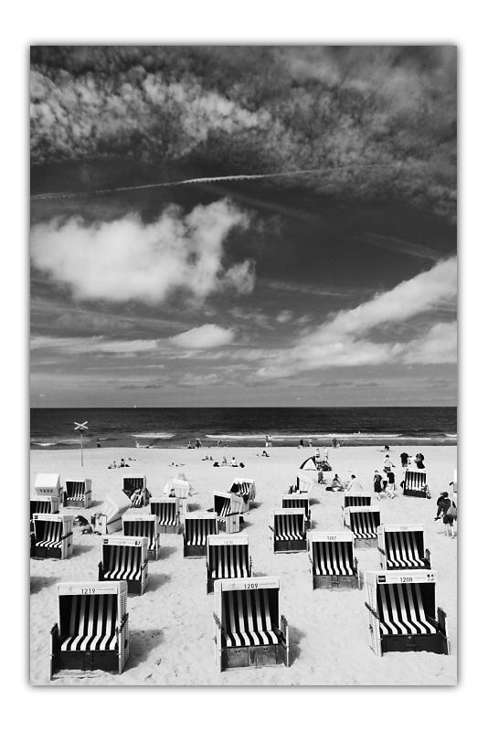 Eine Strandszene in schwarz-weiß. | 12mm | f5 | 1/500 | ISO 100